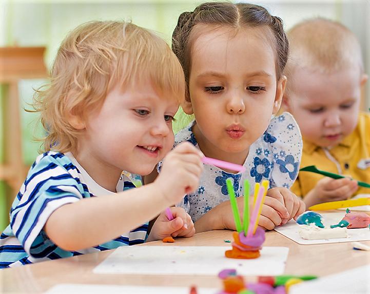 Przedszkole_żłobek_Toruń_dzieci_aktywnie spędzają czas